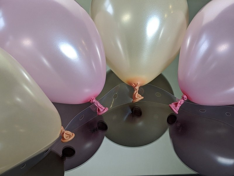 Instructional Picture Showing Balloon Garland Strip Used On One Side